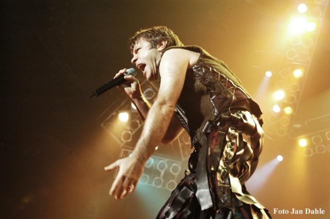 Iron Maiden - Bruce - Oslo Spektrum 2005
