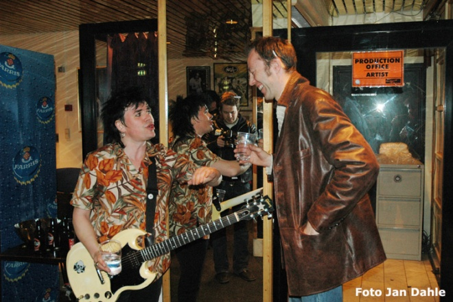 Backstreet Girls_Rockefeller 19-3-05 (Petter & Arne backstage)