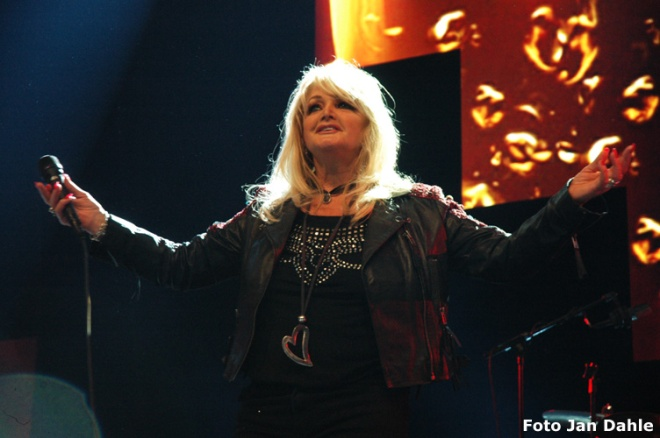 Bonnie Tyler_We Love The 80's 7-5-2016