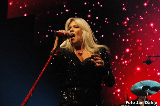 Samantha Fox_We Love The 80's 7-5-2016