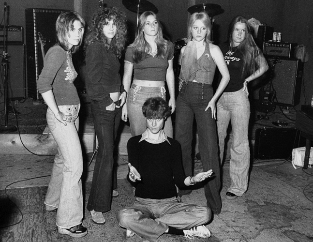 The Runaways & Kim Fowley_1975